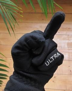 böser Handschuh