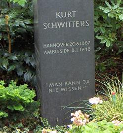 Grabstein von Kurt Schwitters auf dem Engesohder Friedhof Hannover - Foto: Trithemius