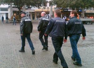 eins - zwei - drei - hier kommt die Ordnungspolizei - Foto: JvdL