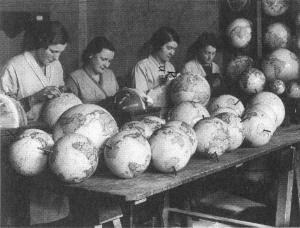 Selbstgebastelte Weltbilder - Foto: Trithemius Archiv